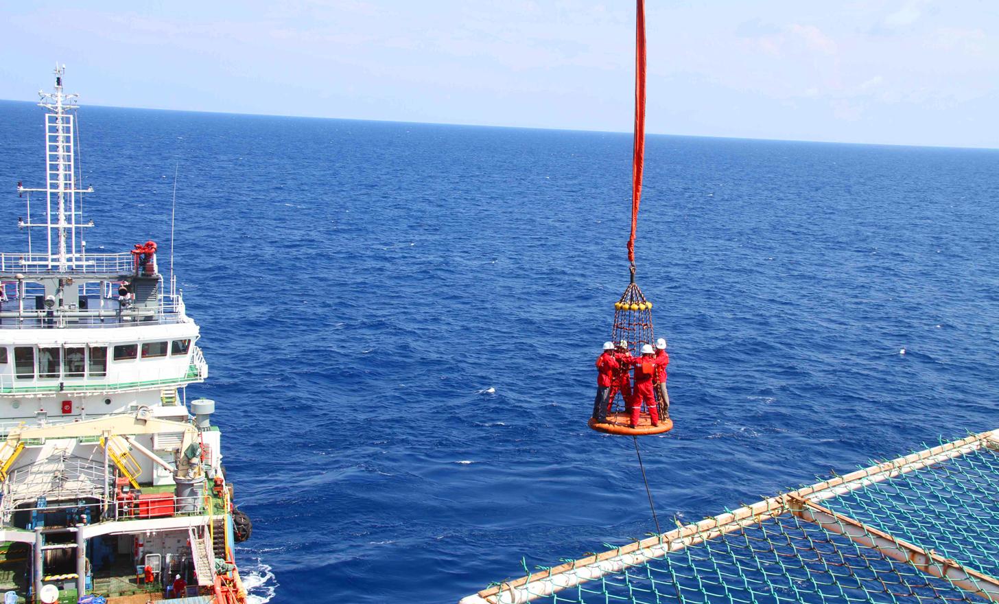 Cung cấp dịch vụ ngoài khơi cho ngành dầu khí